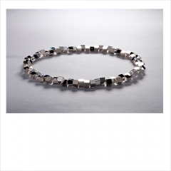 """16. """"Vågbrytare"""". Armband i silver. Niklas Ejve."""